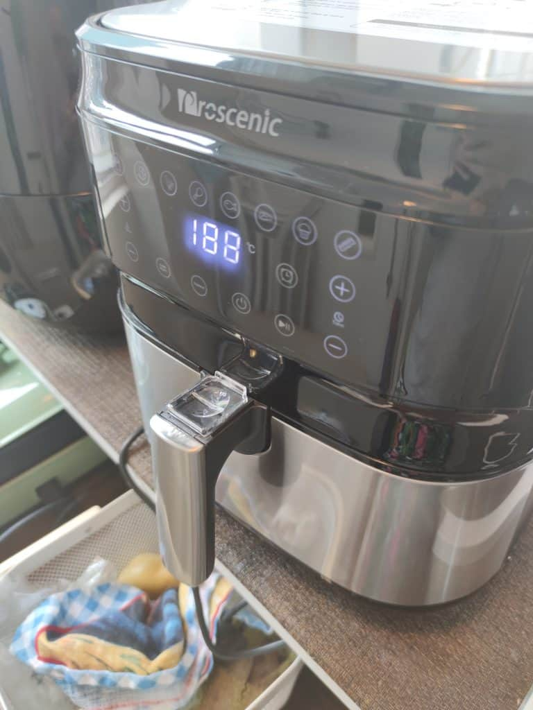 The exterior of the Proscenic T21 air fryer.